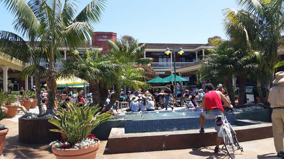 Encinitas Street Fair events included The Lumberyard shopping center as a venue April 24. (Photo by Michele Leivas)