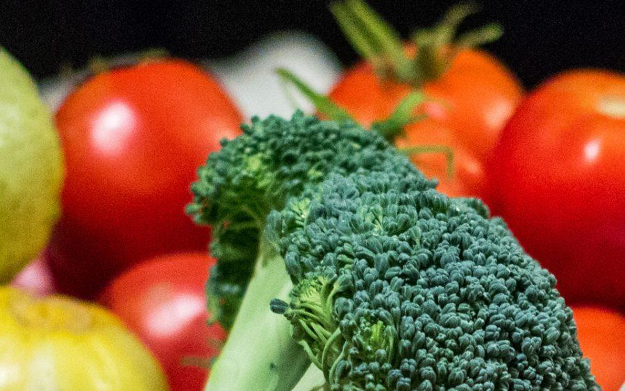 Broccoli+and+tomatoes+can+be+used+to+make+flavorful+and+healthy+homemade+soups.+%28Photo+by+Steven+Trousdale+via+FreeImages%29